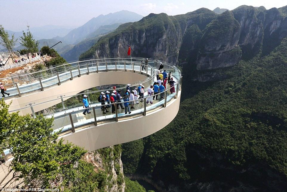 China: El terrorífico mirador con suelo de cristal Playas del mundo