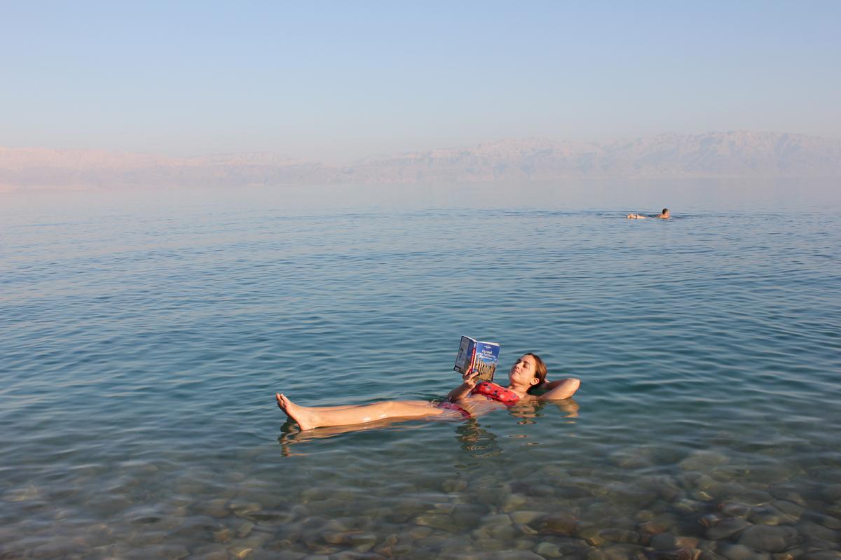 Flotar en las aguas del mar Muerto Playas en el mundo