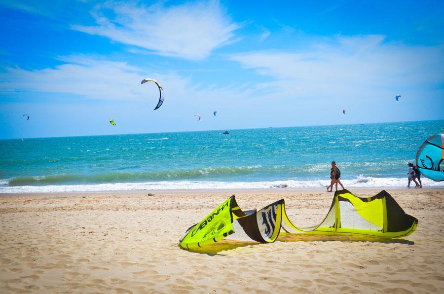 Playas y kite surf en un pueblo pesquero vietnamita Mui Ne, Vietnam Playas del mundo